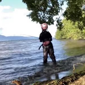 釣り中もヘルメットをかぶったまま(笑)自転車で琵琶湖を周る。