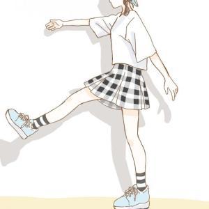 歩く女の子。