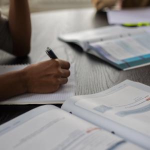 介護福祉士国家試験の資格は必要なのか・取らないのは怠惰なのか