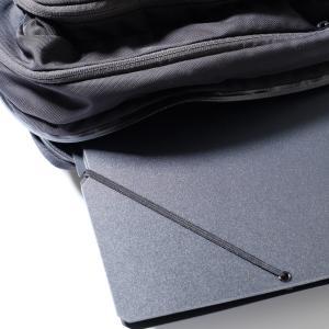書類をどかどか入れてもスマート。ゴムの力で最適な厚さに変わるドキュメントホルダー「SAND IT」