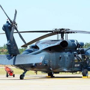 ヘリコプターの後方についてるプロペラの役目は?