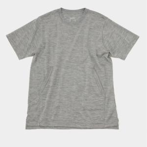インナーに最適な薄さとアクセント『山と道 Light Meirno Kangaroo Pocket T-Shirt』はシャツスタイルのベースウェアに決まり!