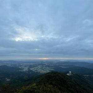 ご来光を狙ってナイトハイク。『筑波山/女体山からの朝日』360度のパノラマ山頂が超絶景。