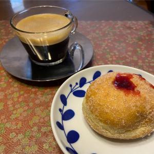 今日のおやつ:ミニジャムドーナツ、コーヒーはインスピラツィオーネ・ヴェネツィア