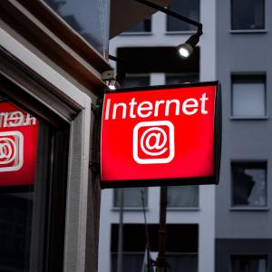 【インターネット無料とは】賃貸物件のメリット、デメリット