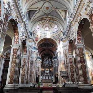 色大理石が豪華な南イタリア「モノポリ」の大聖堂