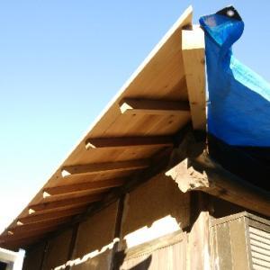 西側下屋根の下地貼り 続き