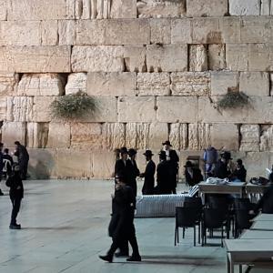 主役カップルがイスラエル人、ユダヤ教超正統派の生活からの離脱を描いた「アンオーソドックス」