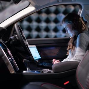 【営業マン必見!】車内で快適PC作業 PCテーブル!