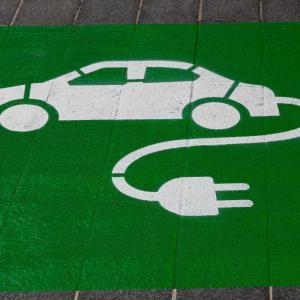【営業マン必見!】車内で快適作業 3電源が使える! 車載コンバーターをおすすめ