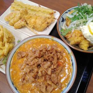 丸亀製麺でボリュームのタル鶏天ぶっかけ、旨味のトマたまカレーうどん