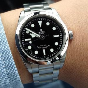 チューダーブラックベイ36をレビュー!シンプルだけじゃないこの時計の真の魅力とは?