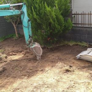 今日から庭の工事