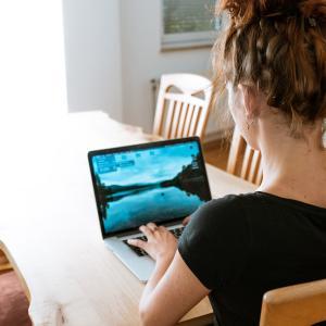 「自宅で、好きなスピリチュアルで働けたら...」と思っても、一体、どうやったら集客できるだろう?