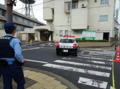 病院前で男性刺され死亡 逃走の男、銃刀法違反容疑で逮捕 京都・宮津市