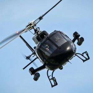 【心理学】ヘリが飛ぶ仕組みを知らないことを自覚する時、人は経済専門家の意見を素直に聞き入れる
