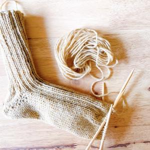 もう少しでリブ編みのくつ下が完成しそうです