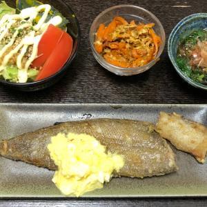 昨日の晩ご飯は魚のムニエルにタルタルソースがけ。