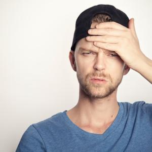 片頭痛を持っている人は「睡眠の質が高いレム睡眠が短い」