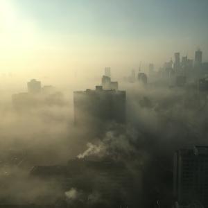 スモッグが多いと成績が下がる「大気汚染が認知能力に及ぼす影響」