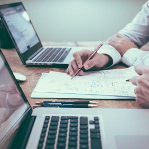 【中小企業診断士】キーワード検索トレンド上昇はこのタイミング