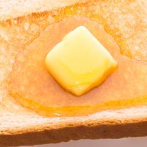 マーフィーの法則とは!食パンを落とすとバターの面が下になるのはなぜ!