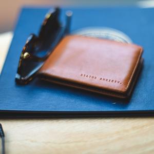 二つ折り革財布がおしゃれで便利【コンパクトで使いやすいおすすめ4選】