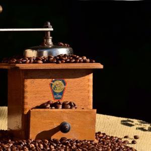 コーヒー豆を挽きたい!初心者おすすめコーヒーミル4選【手動?電動?】