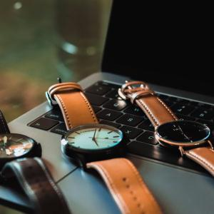 【knot】20代が着けるべき腕時計!ストラップが豊富でカスタマイズし放題