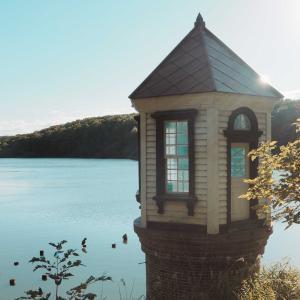 水源池と取水塔