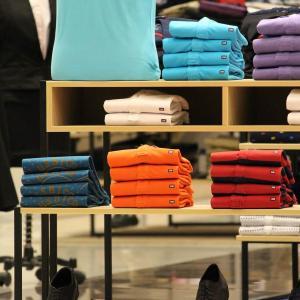 服をバーゲンやセールで買う際は、買い物リストを作成し予算を設定すべし