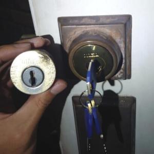 TAITAN・Kwiksetの鍵が故障したことによる交換作業