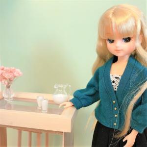 簡単楽しい♪100均小物でリカちゃん用『ガラス天板風テーブル、木製チェア、高級っぽいスツール』の作り方!
