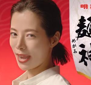 明星麺神(めがみ)のCMでブルーハーツの人にやさしくを歌う女優は誰?【2021年9月麺神のうた篇】桜井ユキのプロフィールや経歴も