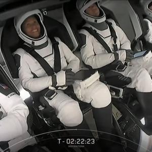"""世界初の""""乗員全員が民間人""""クルードラゴン打ち上げ"""