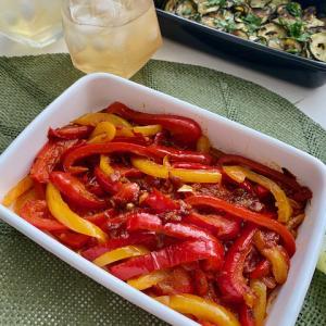 トマト味がベストマッチ!パプリカのペペロナータ