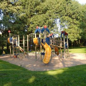男児2人。コロナ禍で遊具閉鎖。公園の過ごし方。