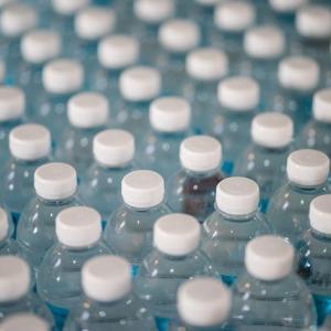 何が変わった? – プラスティックの買物袋が廃止されて2年