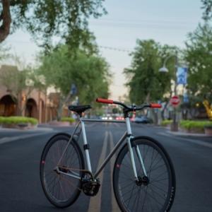 【高校生男子】自転車通学。雨の日でも公共交通機関より速けりゃチャリがいい。