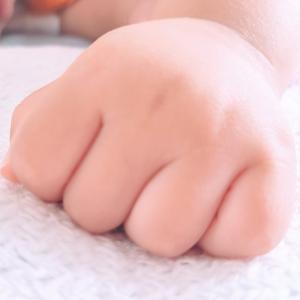 爪噛む、指の皮をむしる癖を治したい。人前で指を隠してしまう方へ 【私のおすすめ解決方法】