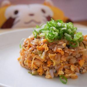 【カマドコオロギ入りキムチ炒飯】のレシピ/香ばしさ&旨み増し増し♪