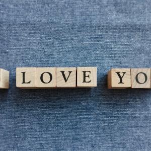 """愛情表現で使う言葉と""""I love you"""" の重みについて"""