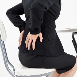 重度の腰痛が軽減!骨盤ベルトとウォーキング、椅子が救世主だった話