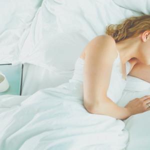 枕の肩こり解消&改善のコツは高さと硬さにアリ!?Amazonでおすすめの安い枕も紹介!