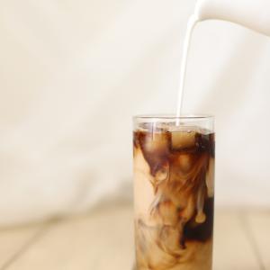 【超簡単】コンビニレベル!美味しいアイスカフェラテの作り方