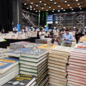本を買って満足…が案外ありな理由7選!【積ん読の効果とメリット】