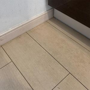 【キッチン】床の黒ずみ