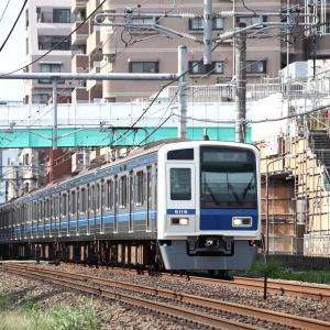 白顔6000系の新宿線回送と栄町横断歩道橋