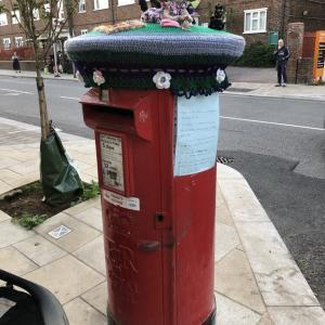 郵便ポストの帽子