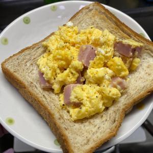 【1人分170円】ベーコンエッグトーストのレシピ・作り方
